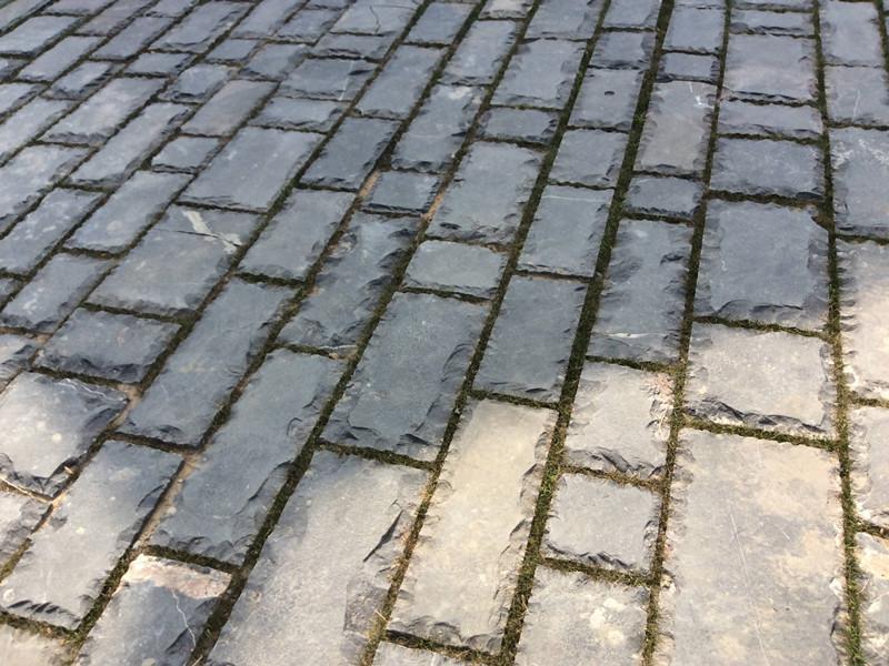 青石板石材地面鋪裝在現代公園中的應用特點