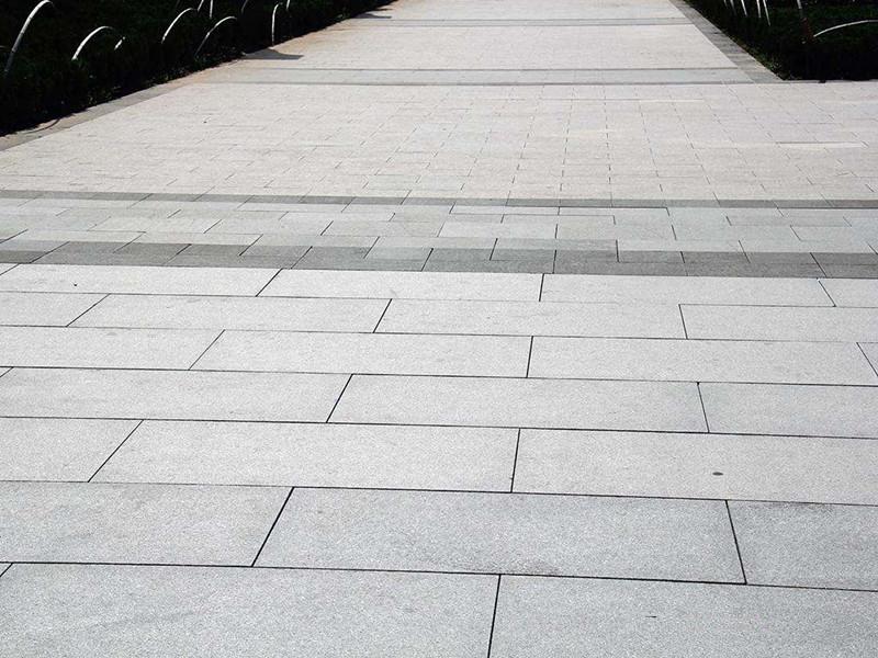 如何辨別青石板石材質量的優劣